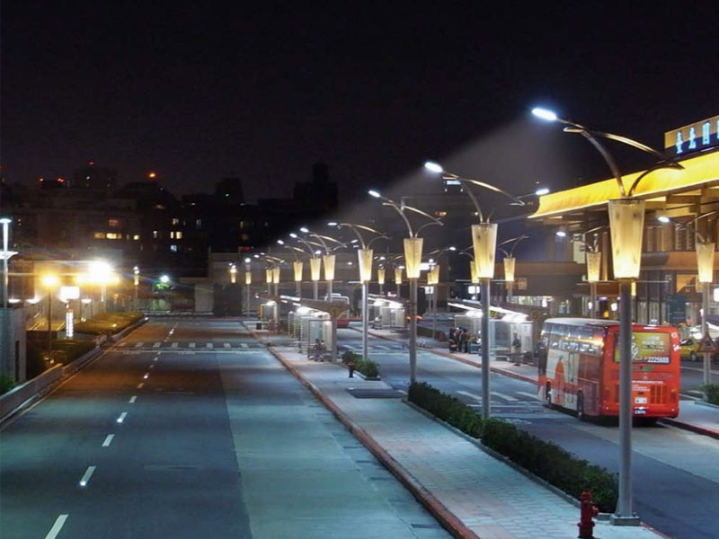 Cột đèn chiếu sáng cần thơ chiếu sáng công cộng Miền Tây